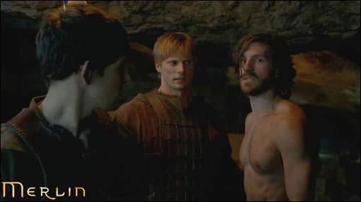 """Arthur & merlin : """"Gwaine tu n'aurais pas quelque chose à nous avouer concernant ta nouvelle conquête ?!"""" Gwaine : """"euh..."""""""